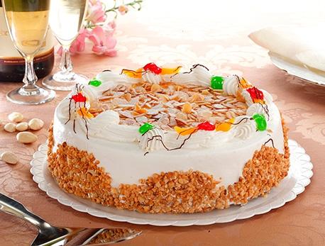 Tarta de nata y almendras Zabala